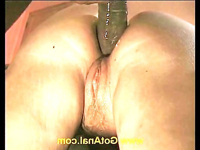 Amateur blond does first scene after being stood up