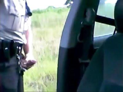 Policial batendo uma police masturbating