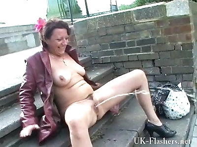 Hammersmith bridge public nudity of Shaz. Crazy Shaz public nudity