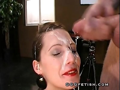 Babes gets her face pissing and pissdrinking